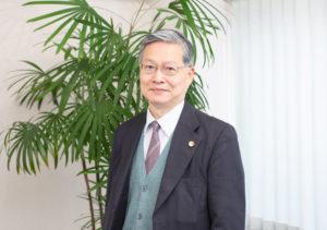 弁護士仙波英躬の紹介写真